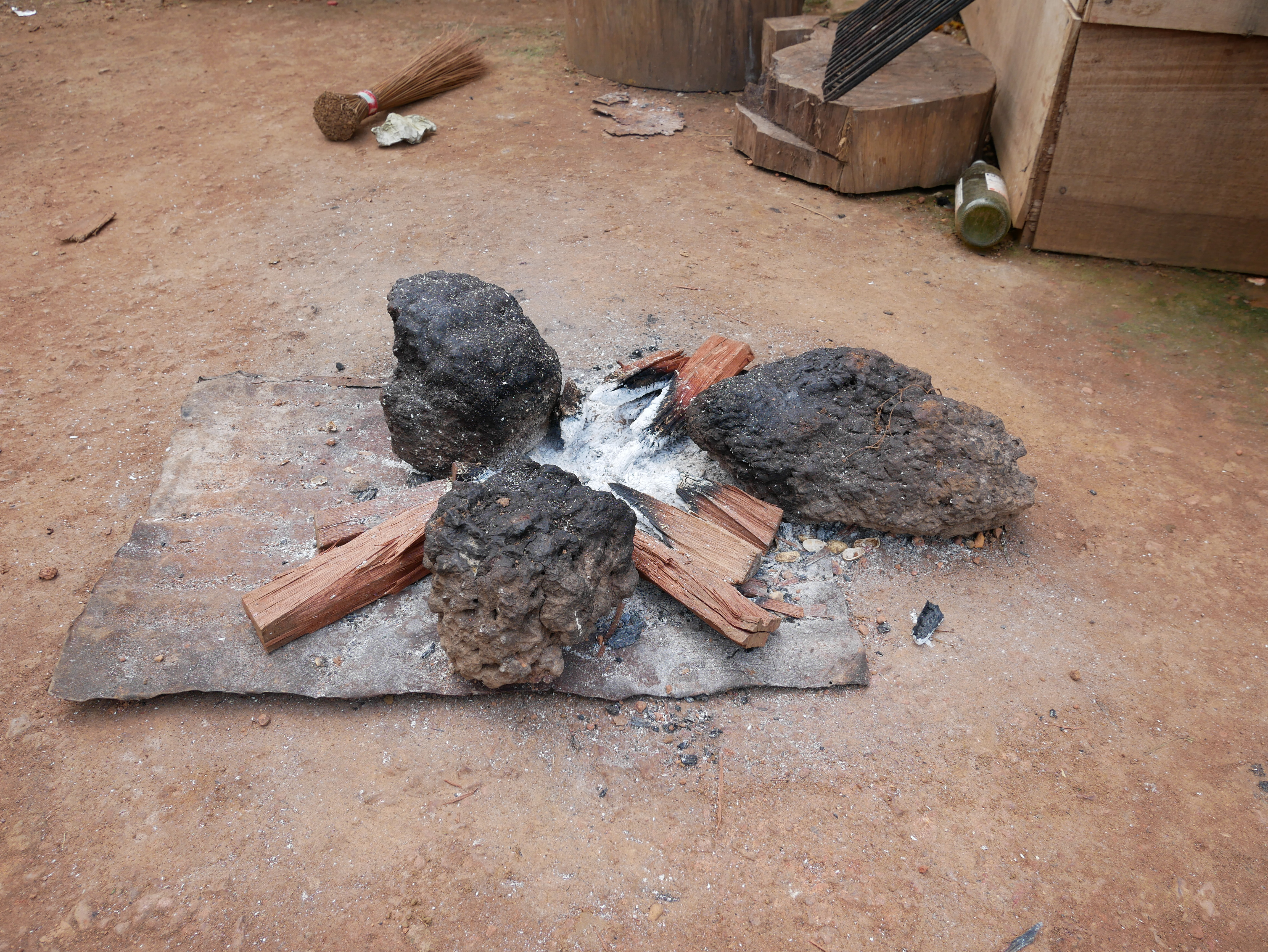 A traditional three-stone cooking fire in Mapati, Republic of Congo. (Photo by Molly Bergen/WCS, WWF, WRI)