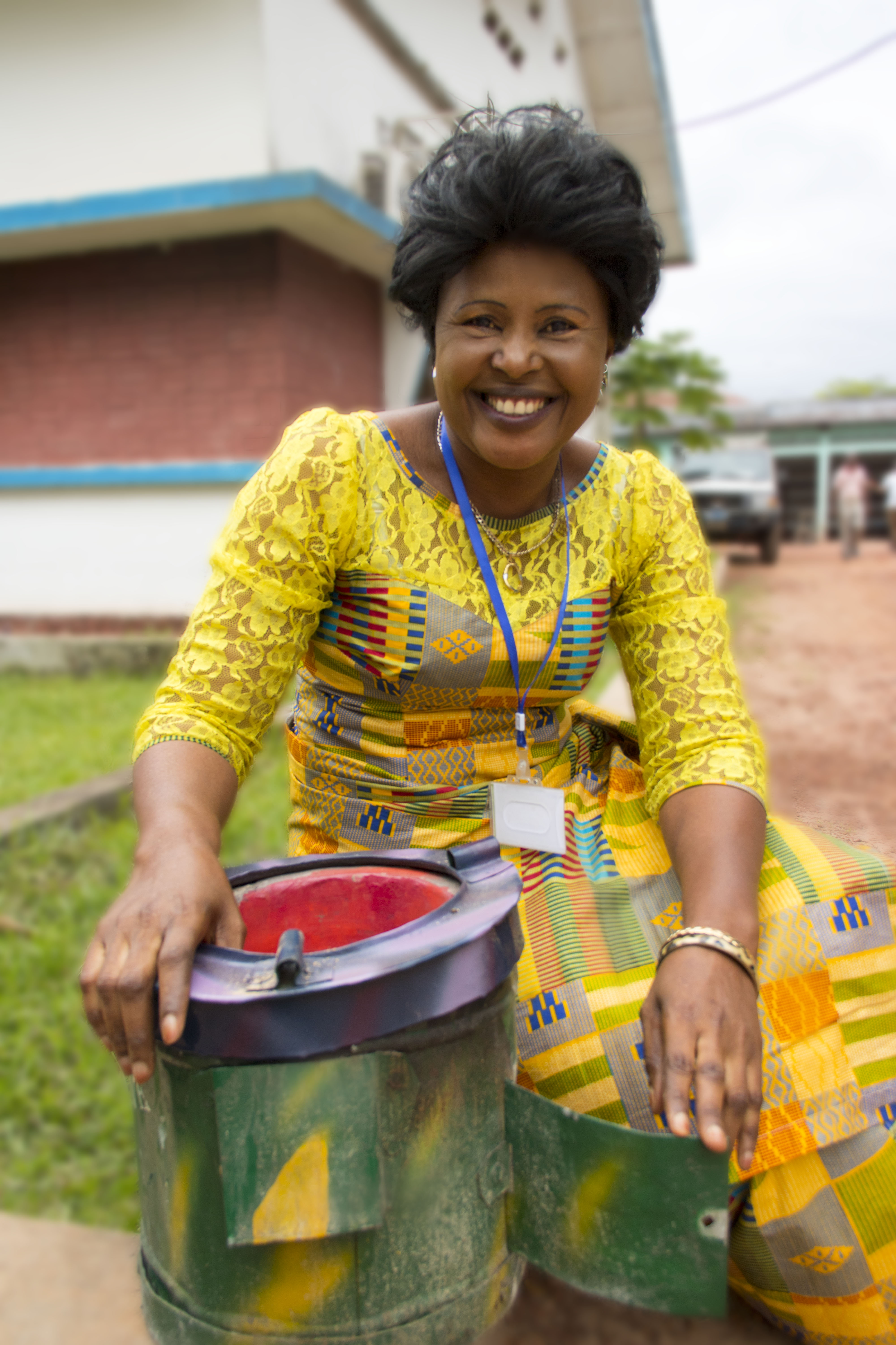 Claudine Biongo, the vice president of a network of local women's groups in Mbandaka, DRC, with a fuel-efficient stove. With support from WWF, this network is producing and selling these stoves, bringing in household incomewhile reducing the need for forest clearing. (Photo by Molly Bergen/WCS, WWF, WRI)